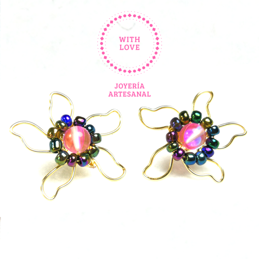 Imagen de Aretes Flor  con Chaquiras Multicolor y Cuarzo Electrizado Rosa