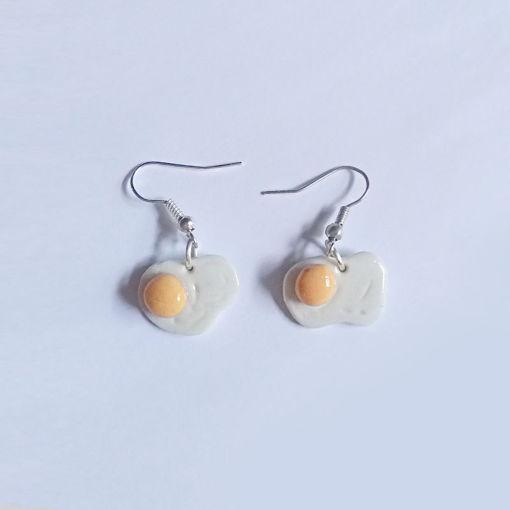 Imagen de Aretes forma de huevo frito.