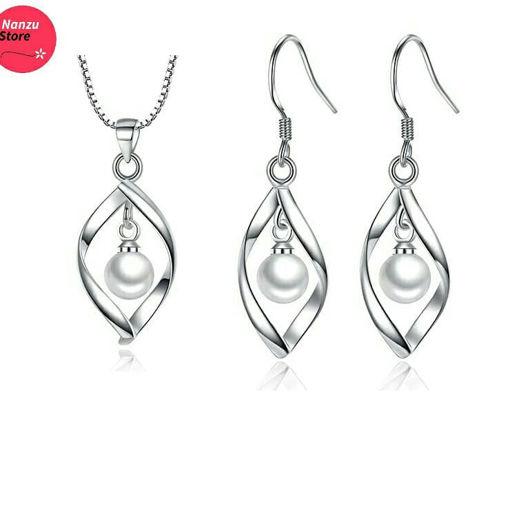 Imagen de Aretes y cadena de plata con perlas