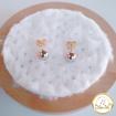 Imagen de Arete de flor con piedras blancas