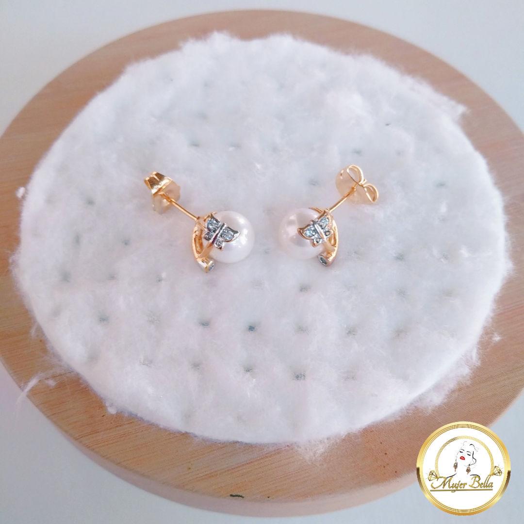 Arete de perla con mariposa