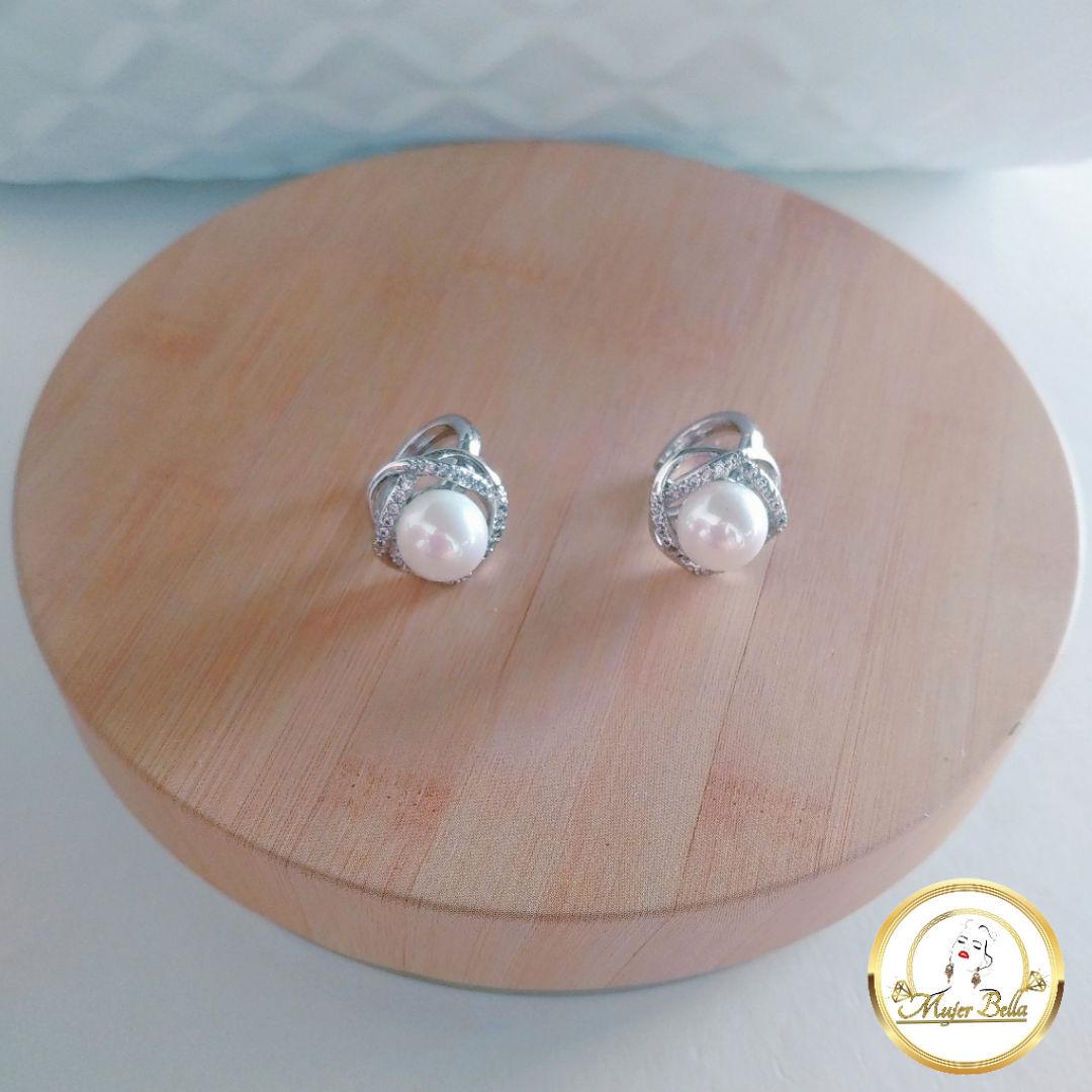 Argolla de perlas con piedras blancas