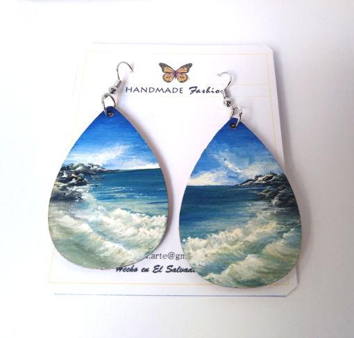 Imagen de Aretes grandes con diseño de playa.