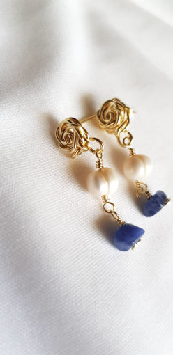 Imagen de Arete corto con base de rosita y perlas cultivadas