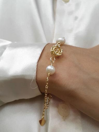Imagen de Pulserita con rosa laminada en oro y perlas cultivadas